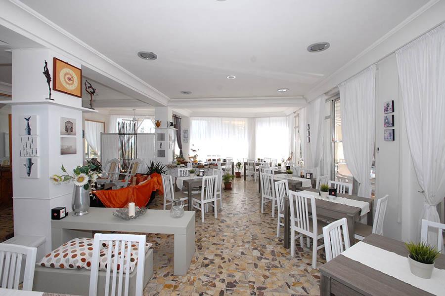 Hotel Everest - la sala colazione